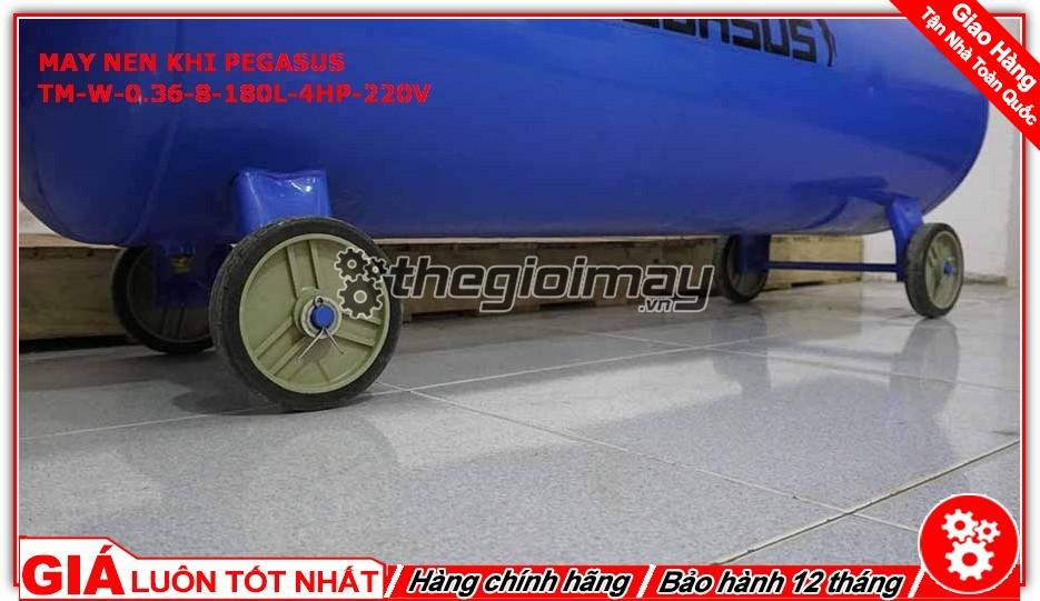 Máy còn trang bị hệ thống bánh xe giúp việc di chuyển trở nên dễ dàng