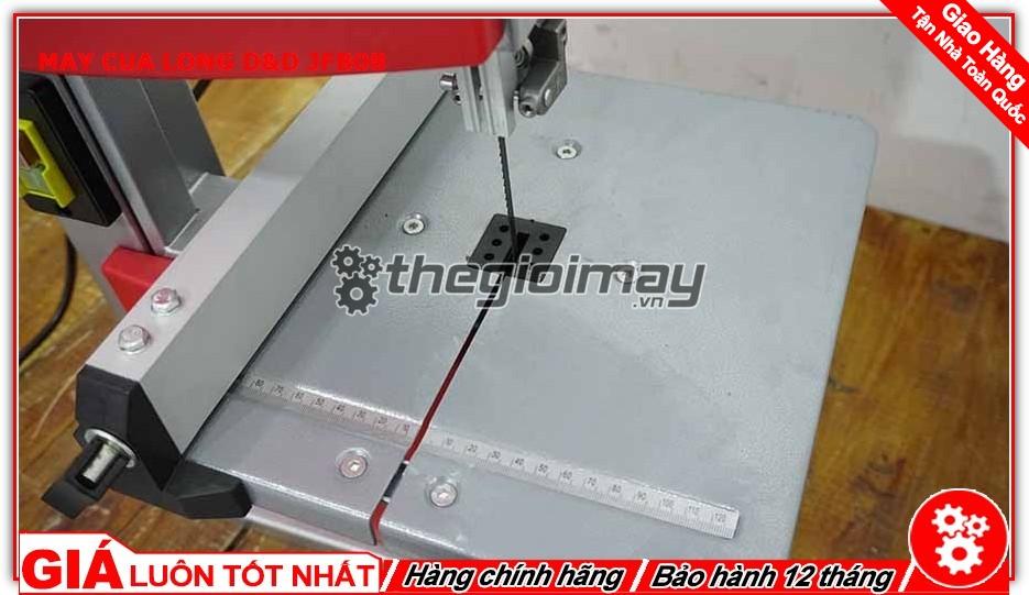 Vì là loại máy có thân cưa đứng yên nên nó chỉ được ứng dụng cắt các loại vật liệu nhẹ và đặc biệt có thể dùng để lọng những chi tiết khá mỏng trên bề mặt gỗ hoặc kim loại