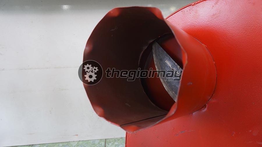 Khoang nạp nguyên liệu của TK1500 có thể đưa thân cây chuối đường kính lên đến 20cm vào